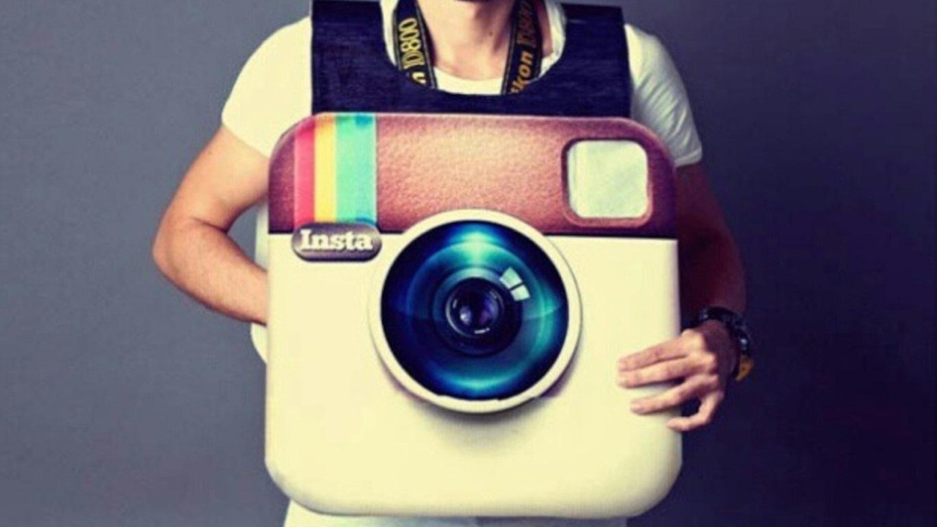 Teens share Instagram photos to Twitter, not Facebook