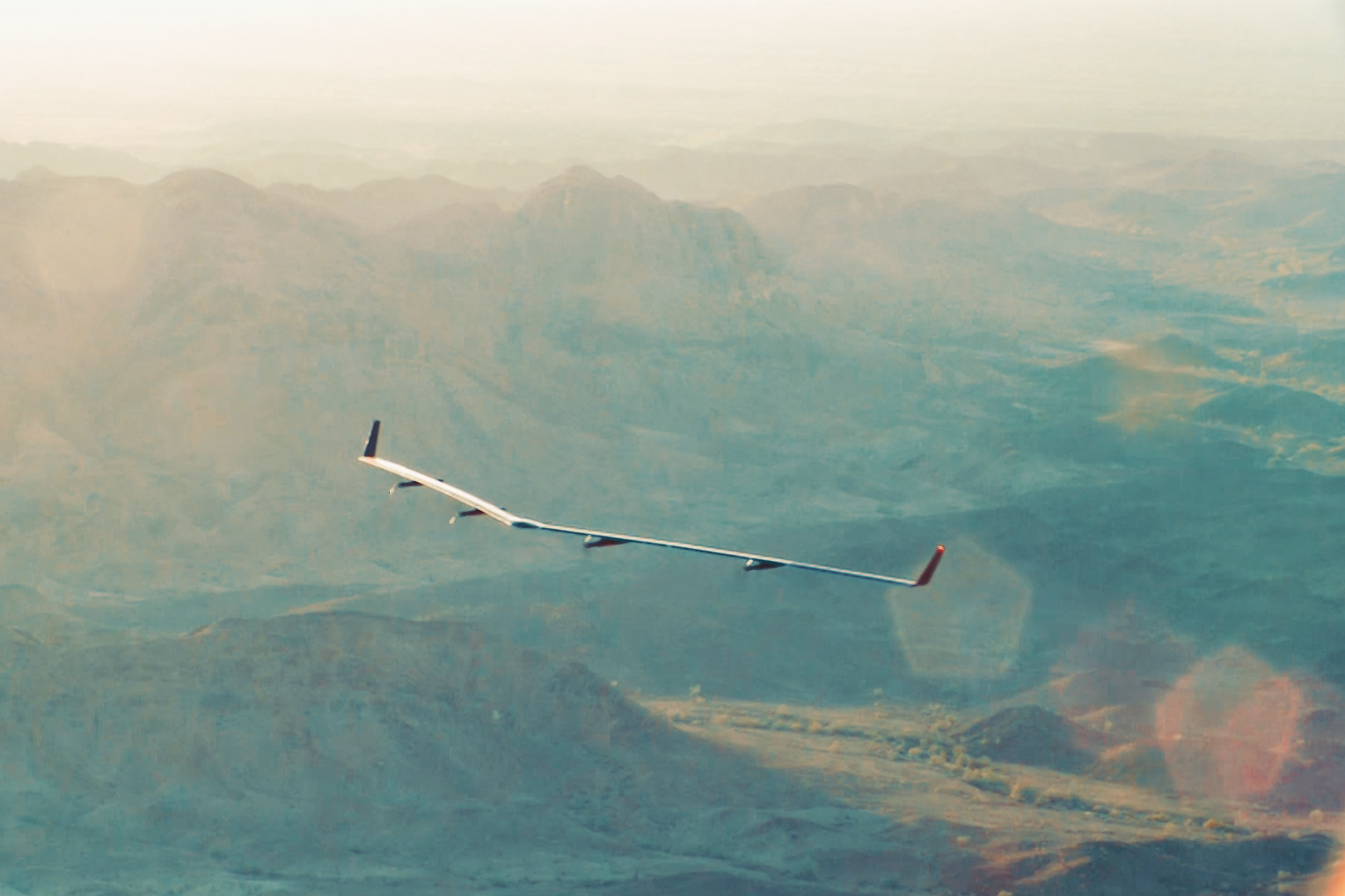 Facebook's Internet drone Aquila successfully completed the test, rises in the sky