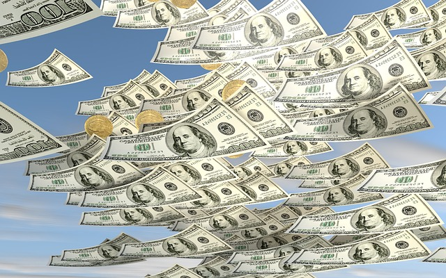 Businesses will spend $128 billion on public cloud this year, says IDC