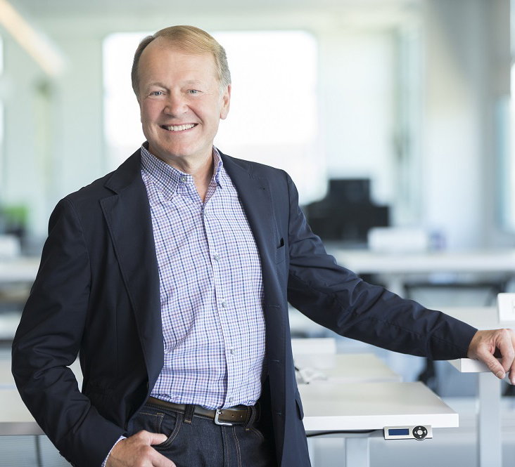 John Chambers says he'll step down from Cisco's board in ...