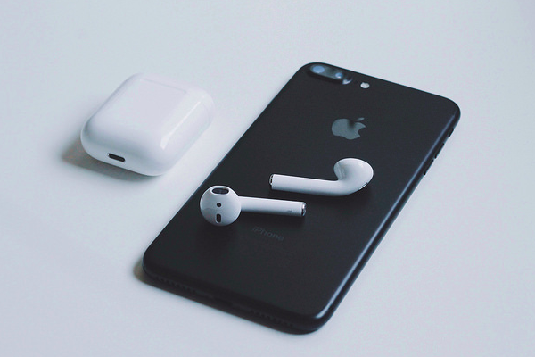 Apple may launch 2nd-gen Airpods in 2018