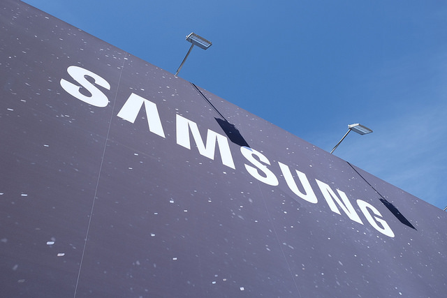 Samsung Elec tips record Q4 profit, misses expectations on strong won