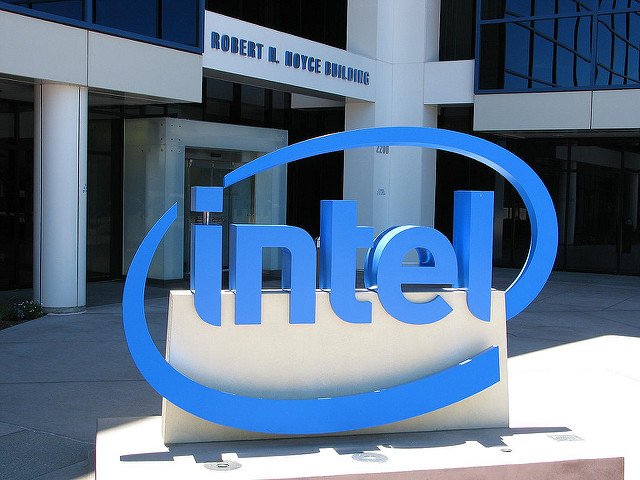 Intel says focusing on PC chips; to meet revenue targets