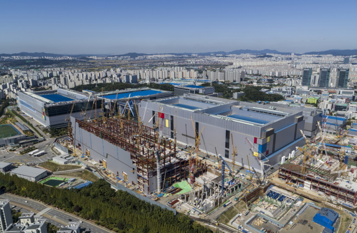 7nm Chips Coming: Samsung Starts Production of EUV-Based 7LPP Process