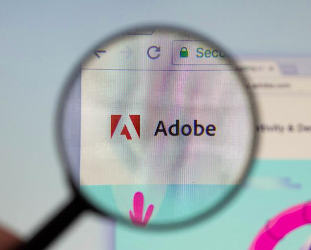 screenshot_2018-09-14-adobe-logo-am-pc-monitor-durch-eine-lupe-fotografiert