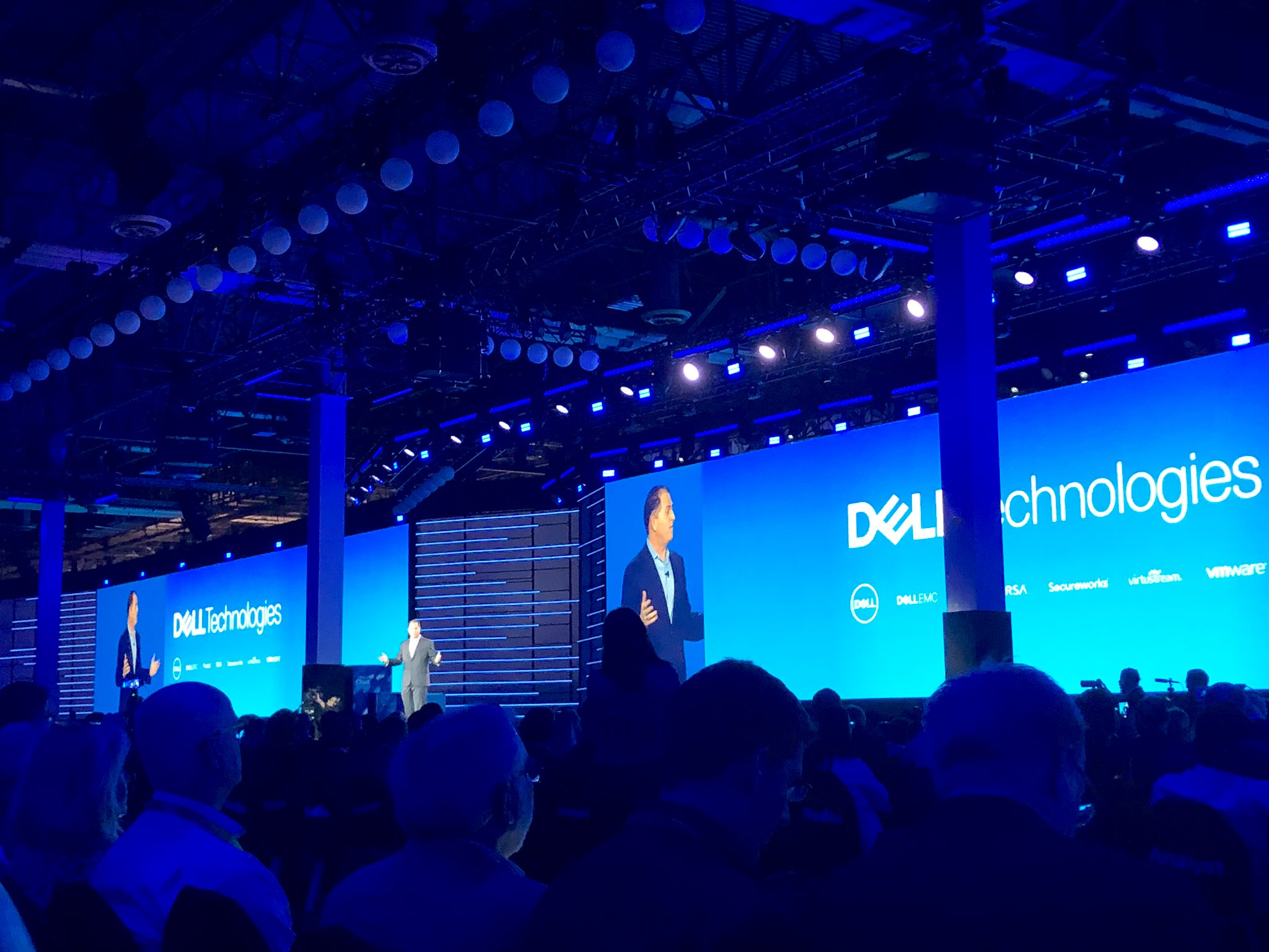 In a product blitz, Dell pushes edge, cloud, AI and