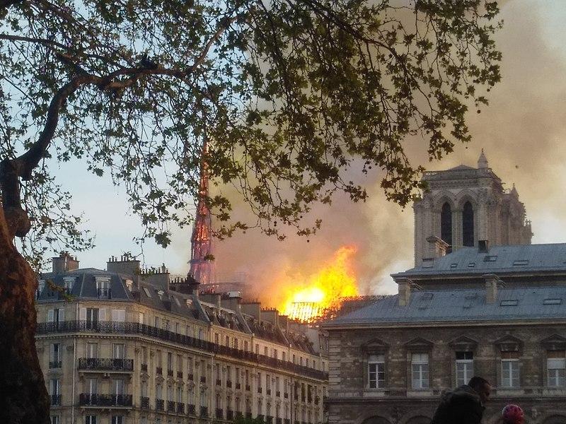 Online scammers exploit Notre Dame fire for quick profit
