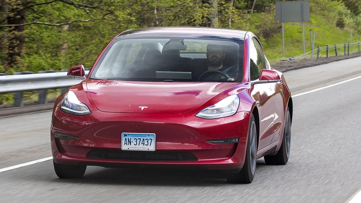 Consumer Reports: Tesla's latest Autopilot feature raises serious safety concerns
