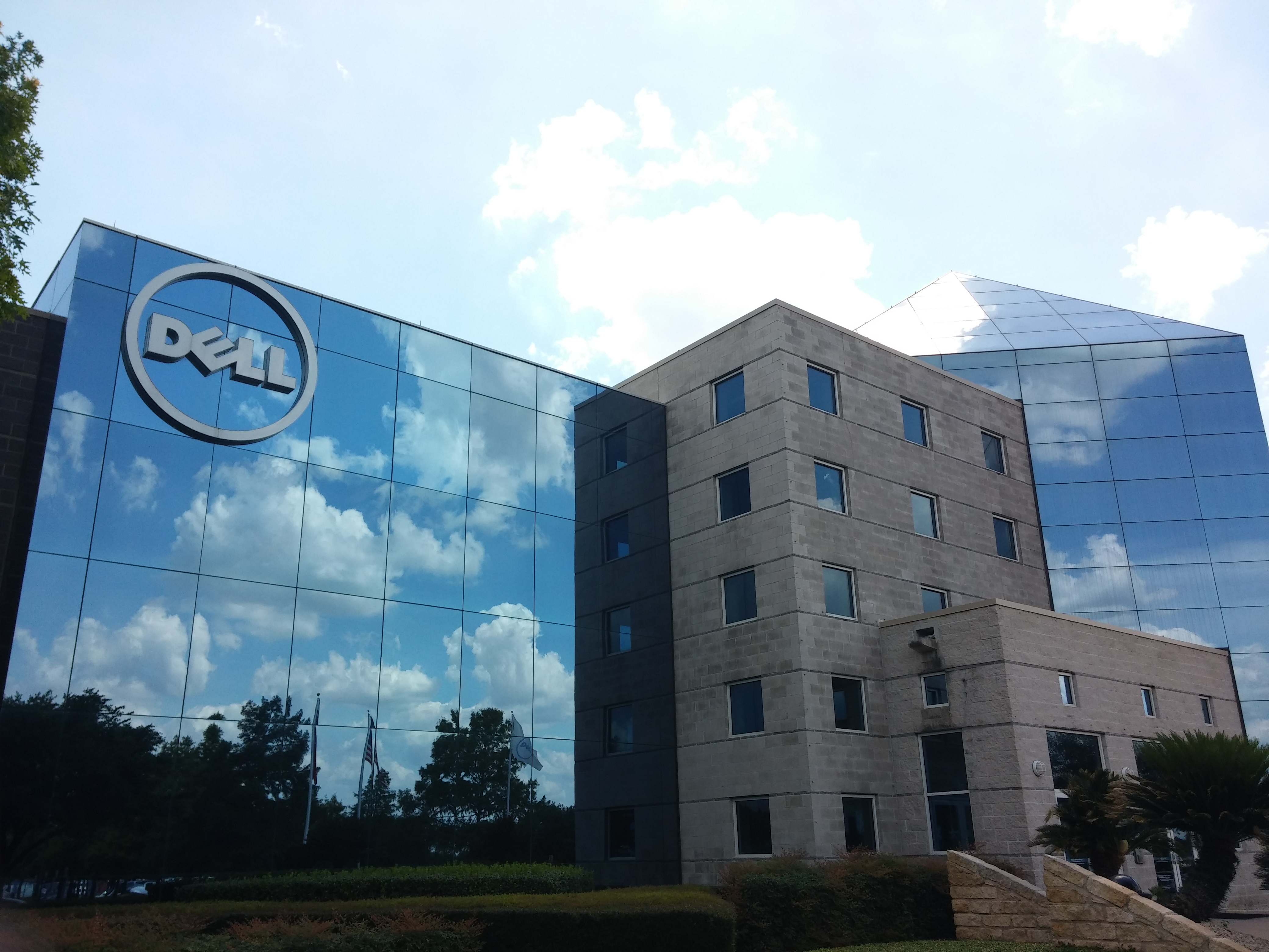 Dell narrowly beats revenue forecast, but enterprise business continues to struggle - SiliconANGLE
