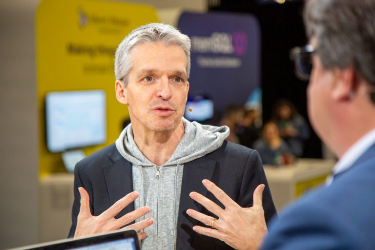 Dirk D, AWS IoT