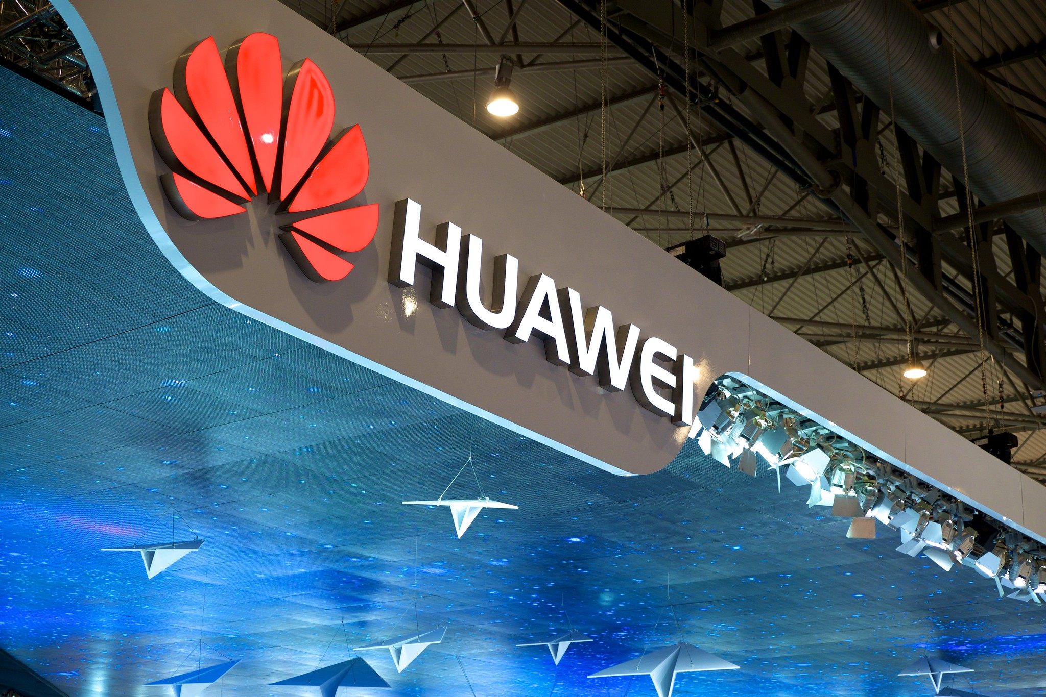 U.S. government considers blocking Huawei's access to U.S. chip technology
