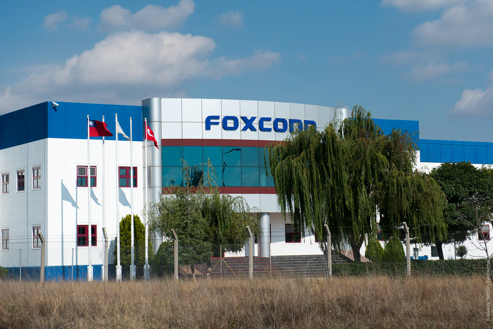 Foxconn says it now has enough workers to help Apple meet iPhone 12 launch date - SiliconANGLE News