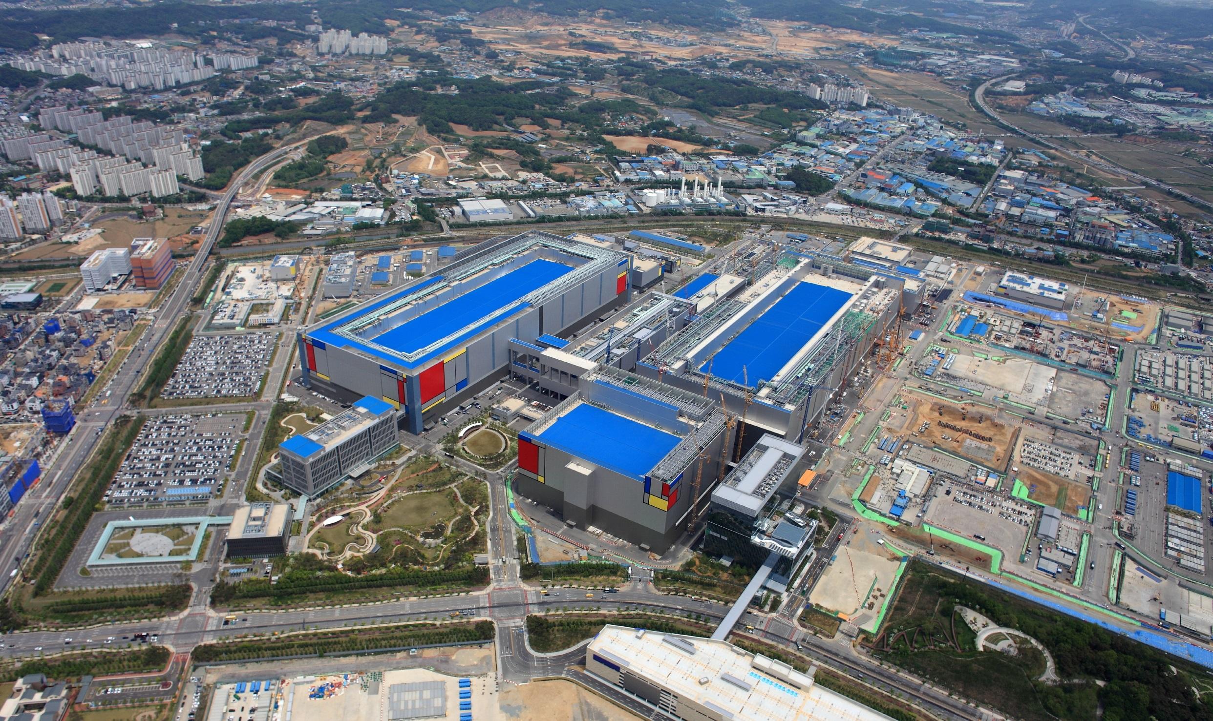 Samsung starts building cutting-edge 5-nanometer chip production line