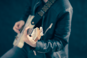 guitarist-768532_1280